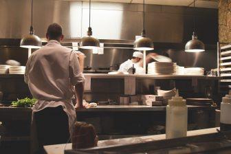 Numărul șomerilor din sectorul HoReCa va crește dacă nu se redeschid restaurantele