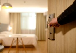 Capacitatea de cazare din România a scăzut cu peste 54% în S1