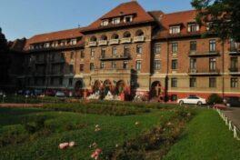 10 oferte au fost depuse pentru lucrarile de refacere a acoperisului hotelului Triumf din Bucuresti